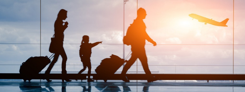 Taxi - Familie am Flughafen
